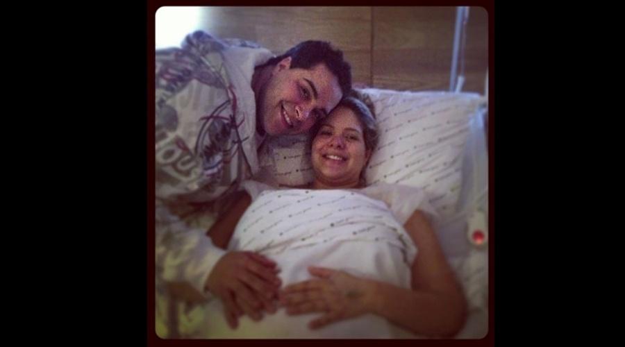 Tiago Abravanel divulga foto da visita à maternidade